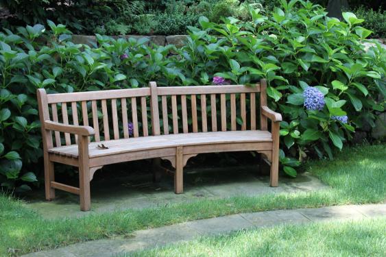 Hydrangeas are a gorgeous backdrop to this garden bench. Photo- Jan Johnsen.