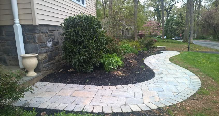 Curved walkway from patio pavers in Wayne, PA